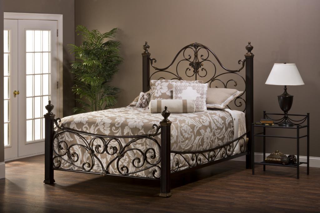 Кованая кровать в картинке