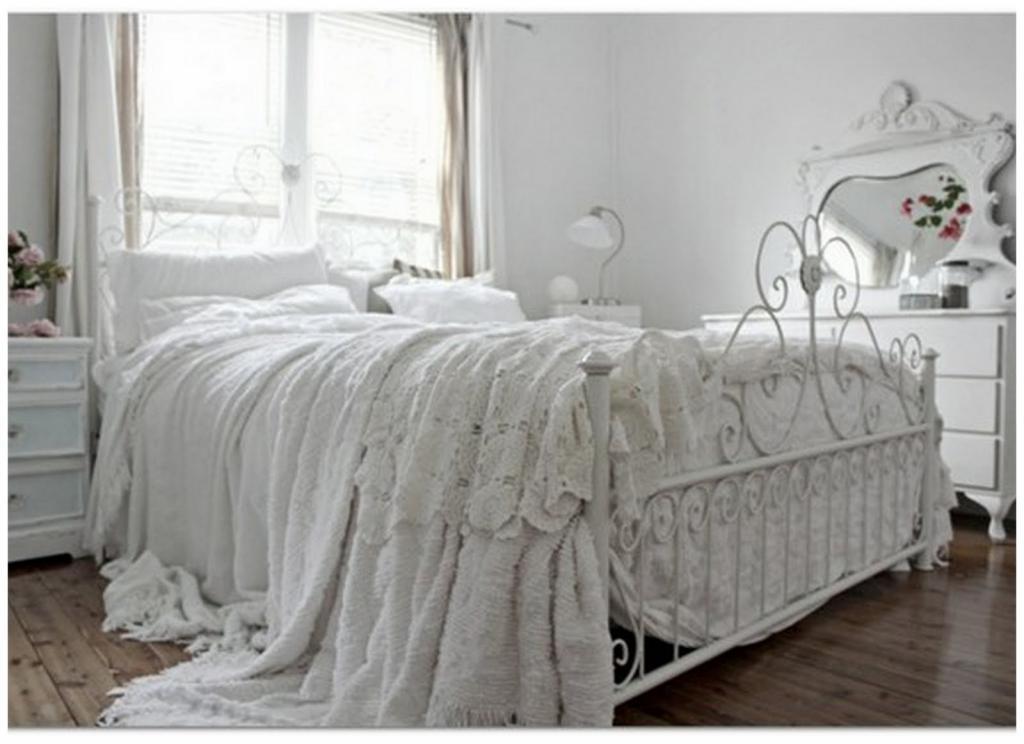 Кованые кровати в интерьере спальни. Описание, внешний вид с фото, разнообразие стилей, проекты и оригинальные идеи для дизайна