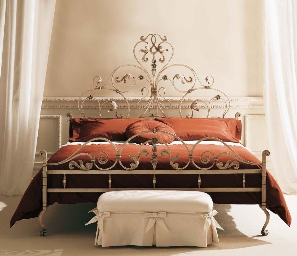 Кованые кровати и интересный секс