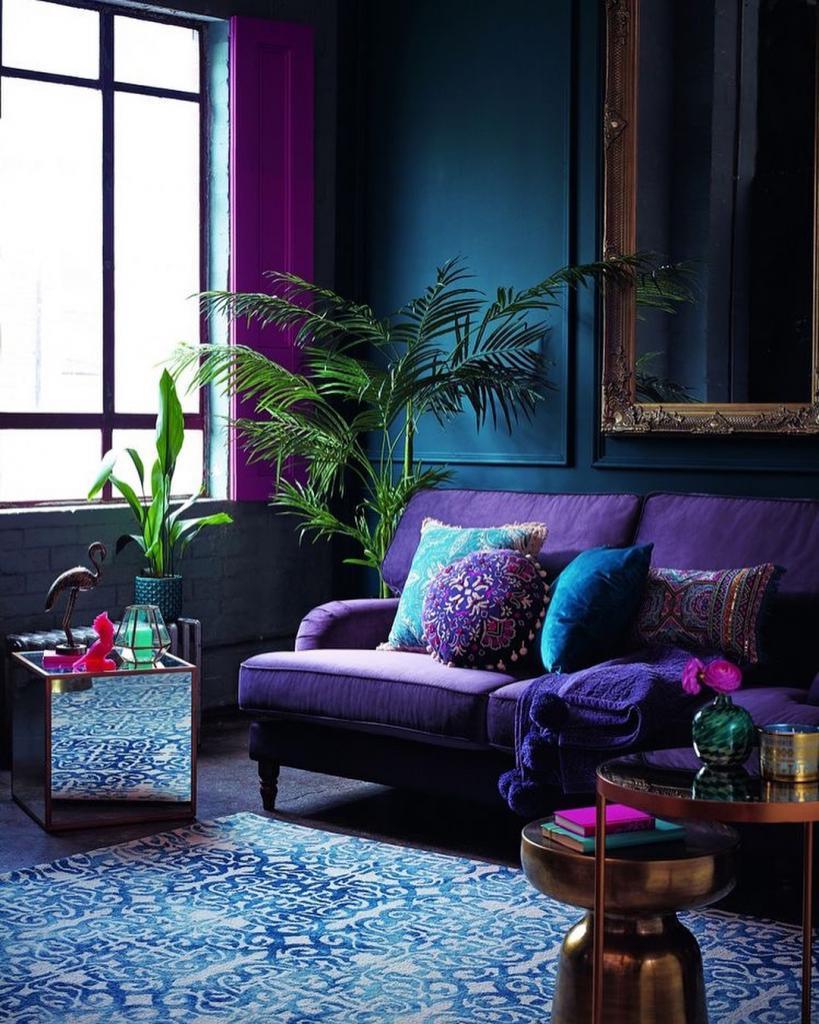 Фиолетовый диван в интерьере: правильное сочетание цветов в интерьере, фото