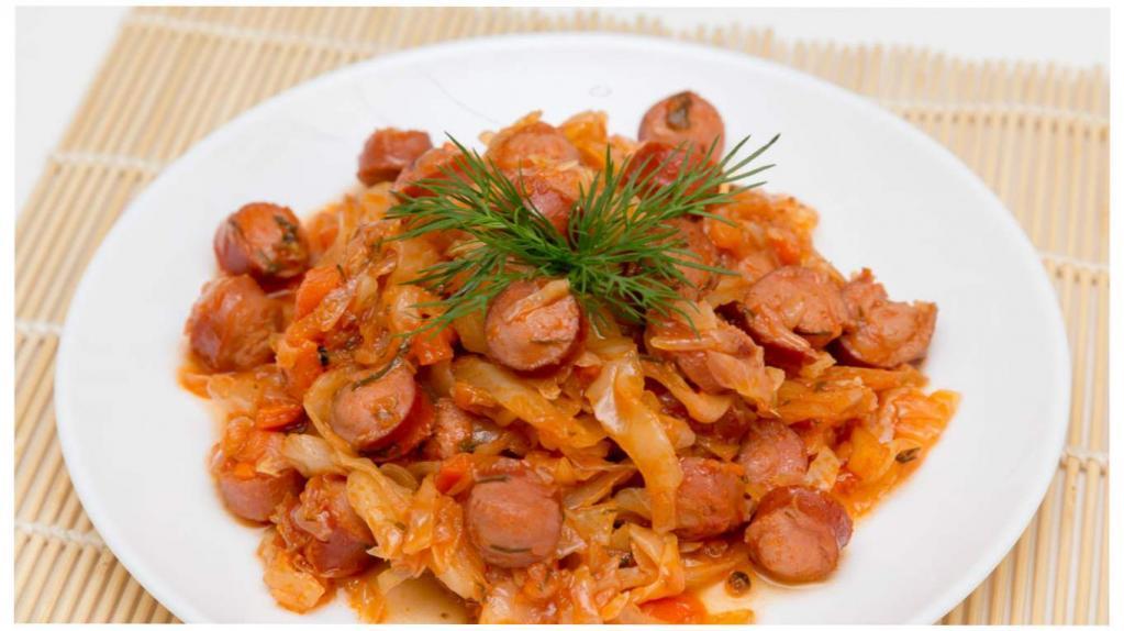 Как потушить капусту с сосисками: рецепты с фото