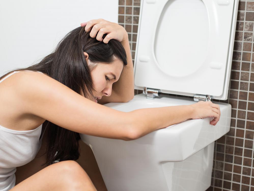 Кровь при рвоте после алкоголя: причины, симптомы, первая помощь, лечение и профилактика