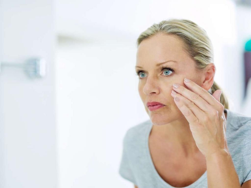 Дергается губа нижняя или верхняя, дрожит мышца под глазом у взрослого и новорожденного: почему, причины