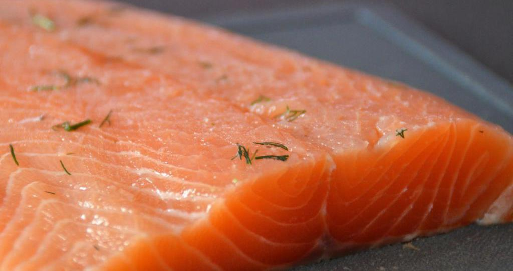 Обсудим, чем эта рыба отличается от других пород, и представим вашему вниманию несколько рецептов ее засолки в домашних.