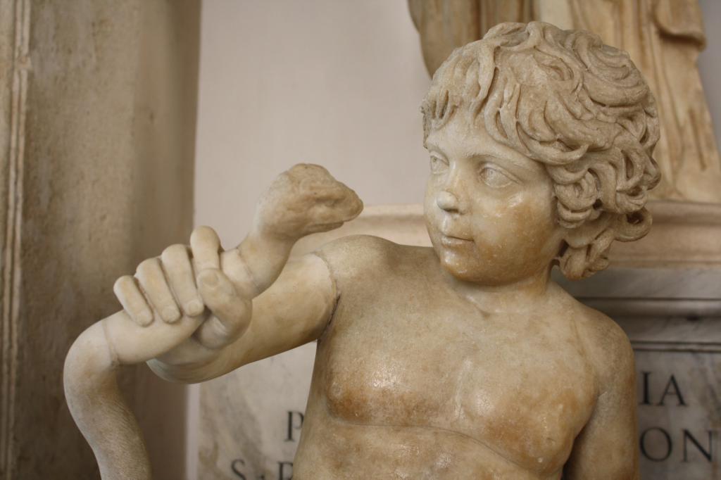Малыш Геракл душит змей