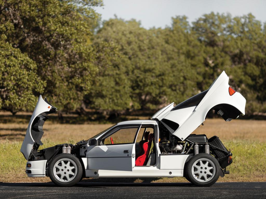 Ford RS200 opened