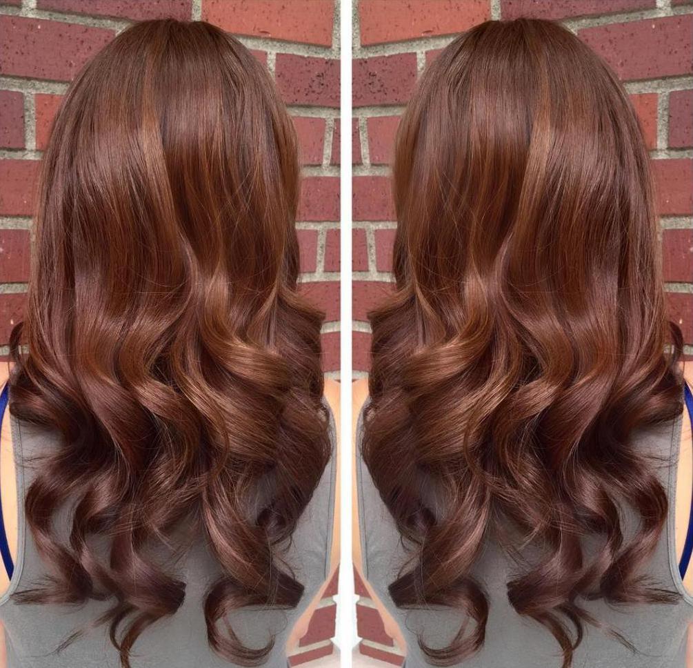 Каштановый цвет волос, вид сзади.