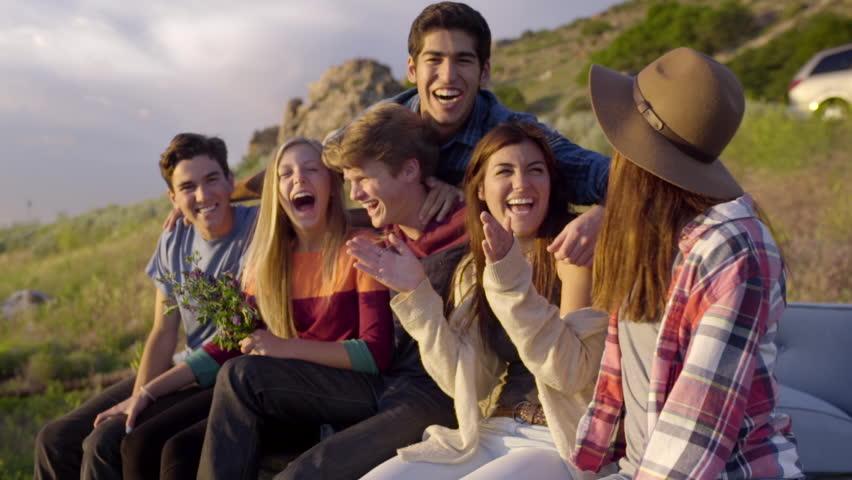 Друзья смеются
