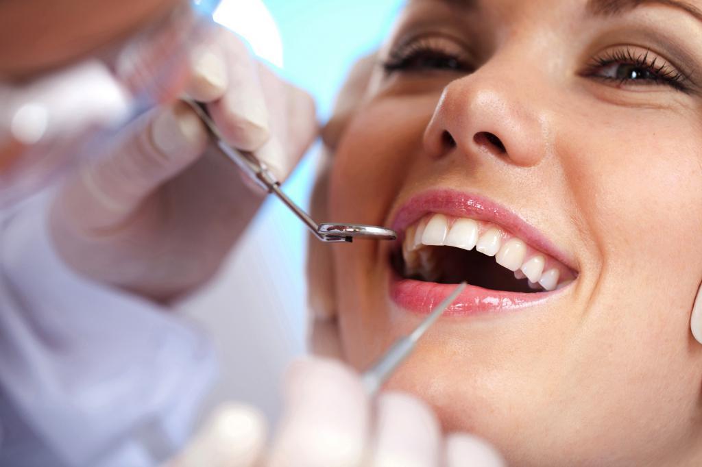 Осмотр зубов у стамотолога