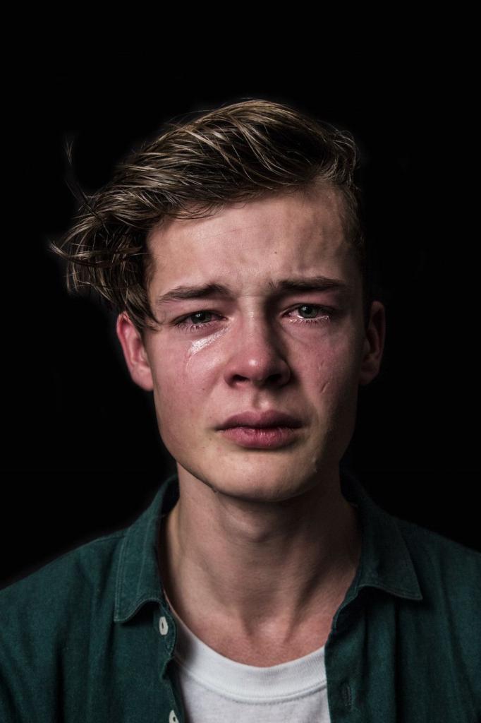 самое фото плачущих людей сама люблю