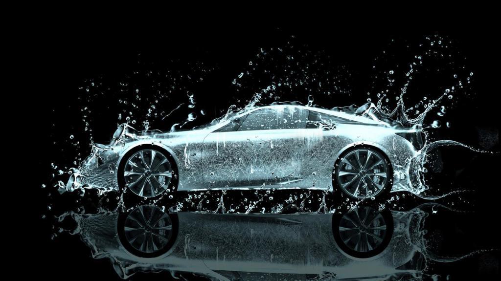 Автомобиль под струей воды