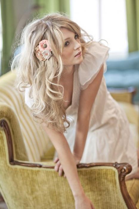 прически на прямые волосы средней длины свадебные