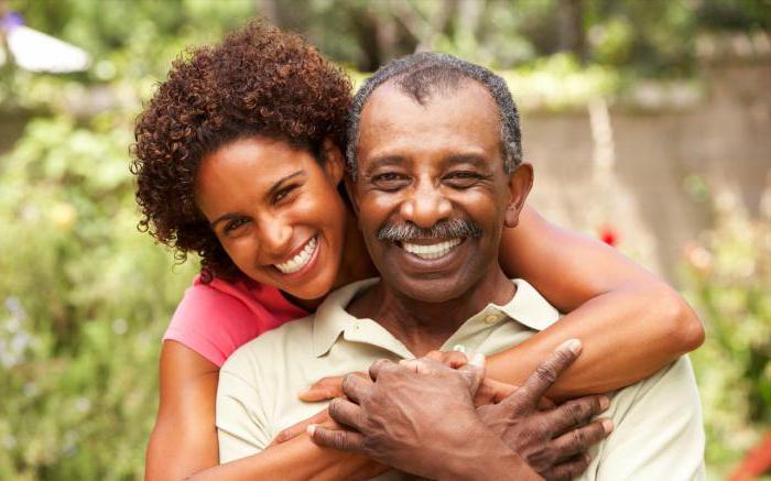Взрослый мужчина и молодая девушка: безумство или обычная пара?