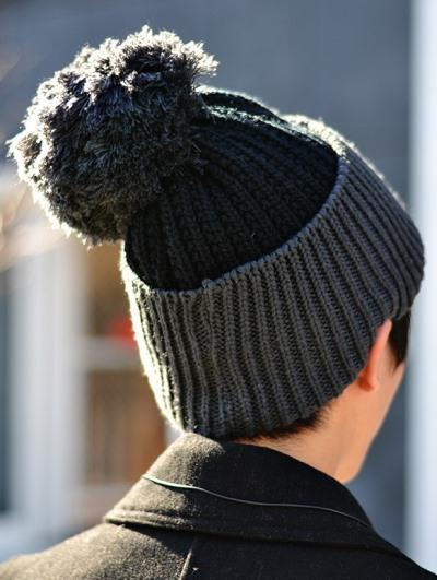 мужская шапка с помпоном