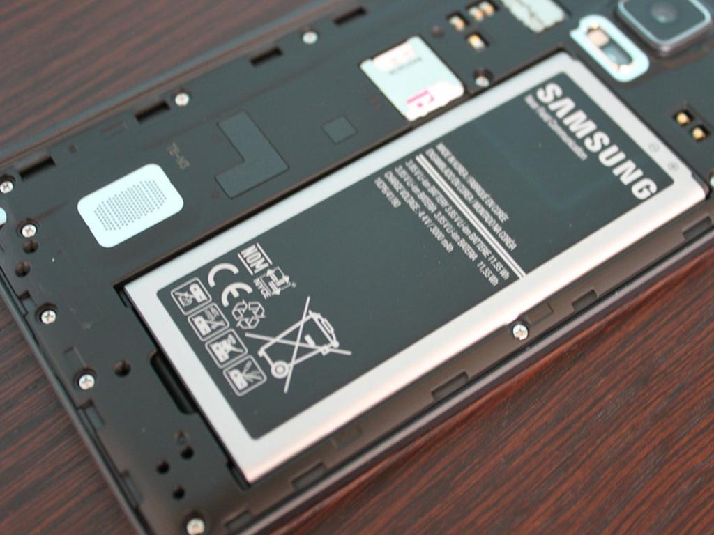 Съемная батарея смартфона