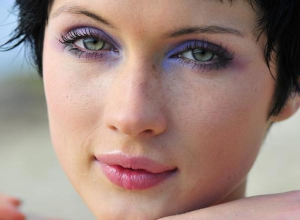 Makeup tips for hazel eyes and fair skin