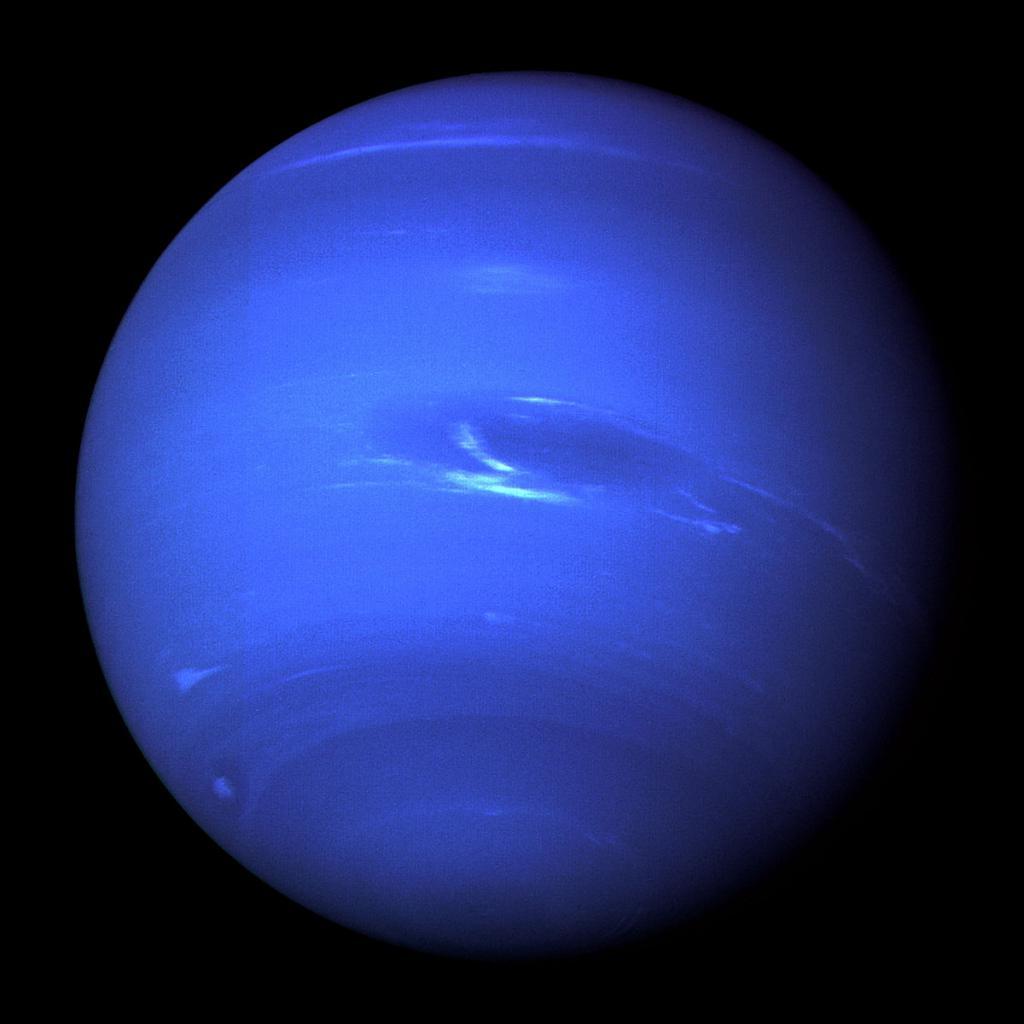 Нептун в космическом пространстве.