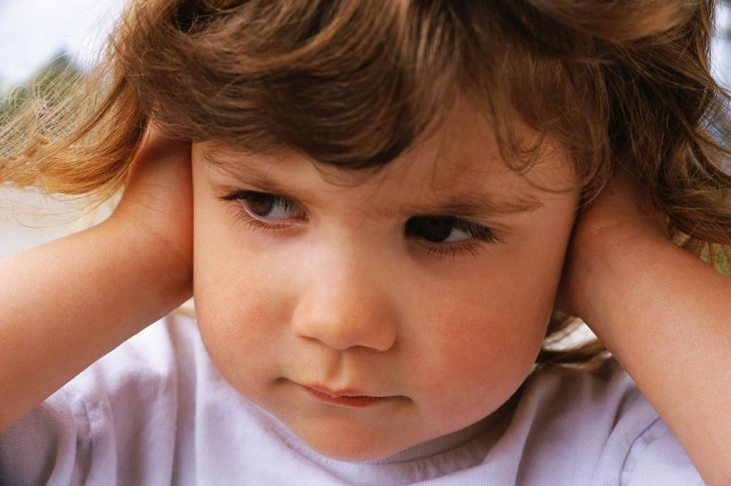 The child constantly touches sore ears