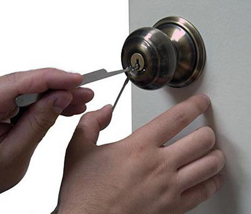 Как открыть дверь без ключей