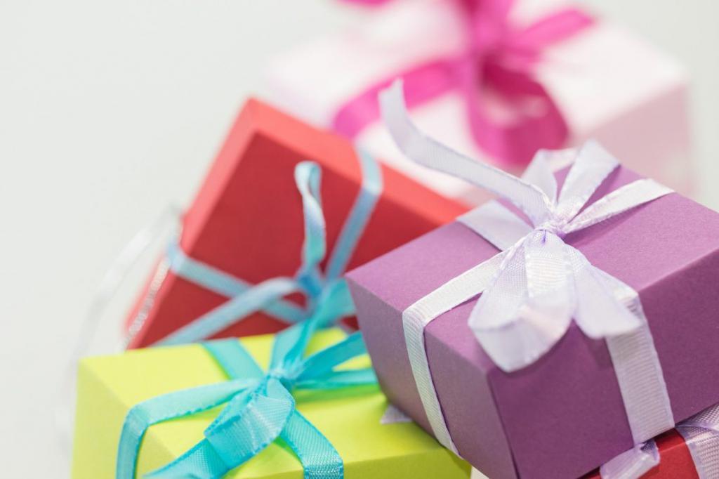 2 года совместной жизни: поздравление, подарки и традиции