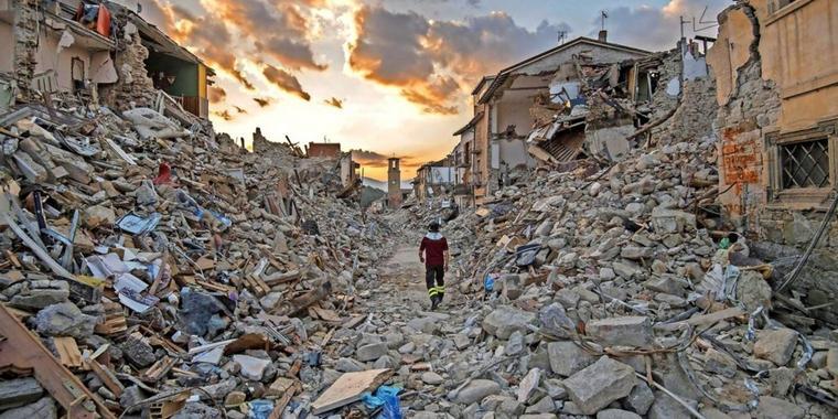 Разрушения после землетрясения
