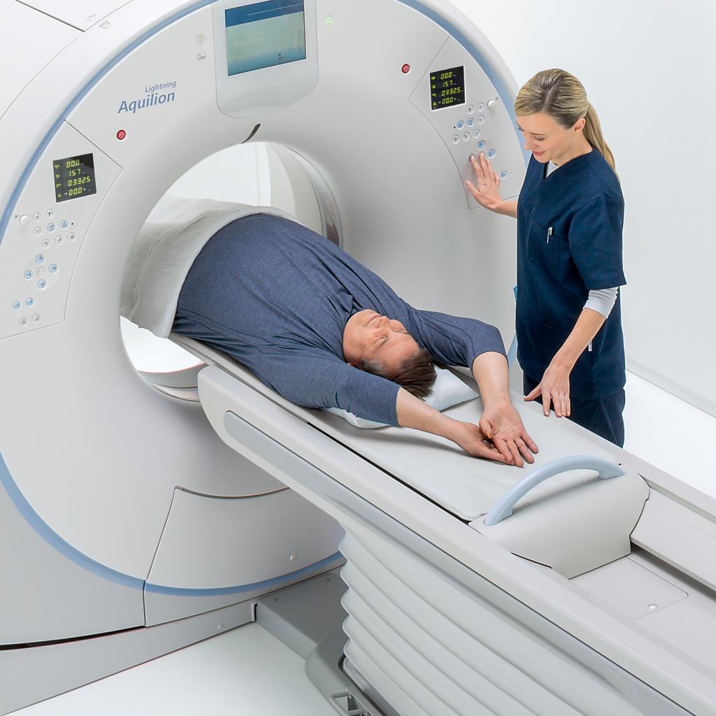 пациент на томографии