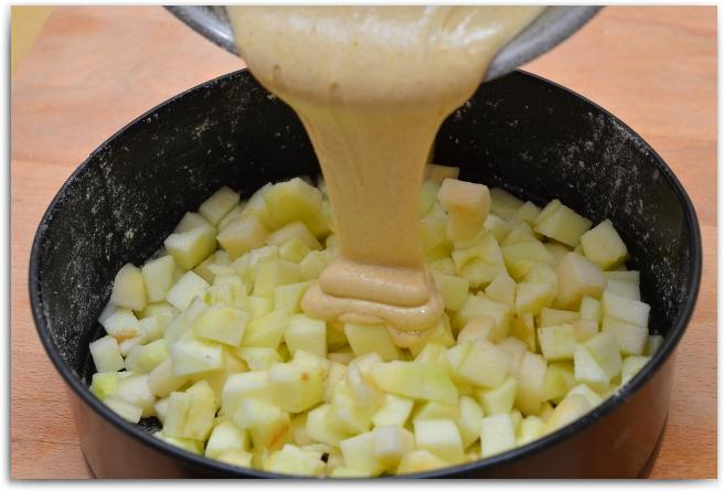 Диетическая шарлотка с яблоками: рецепт, калорийность