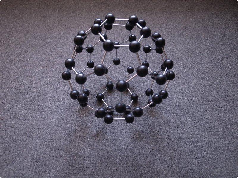 Молекула технического углерода (модель)