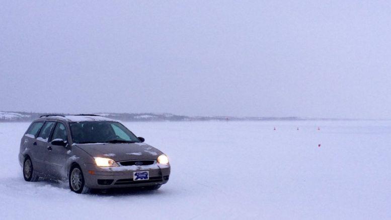 Автомобиль на снегу