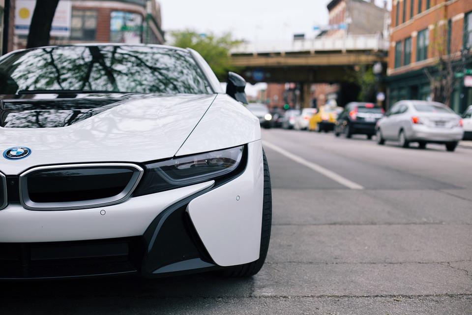 Автомобиль в городе