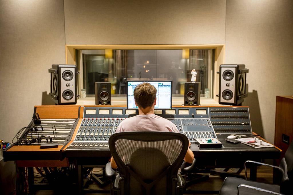 Сайты звукозаписывающих компаний группа компаний спортмастер официальный сайт
