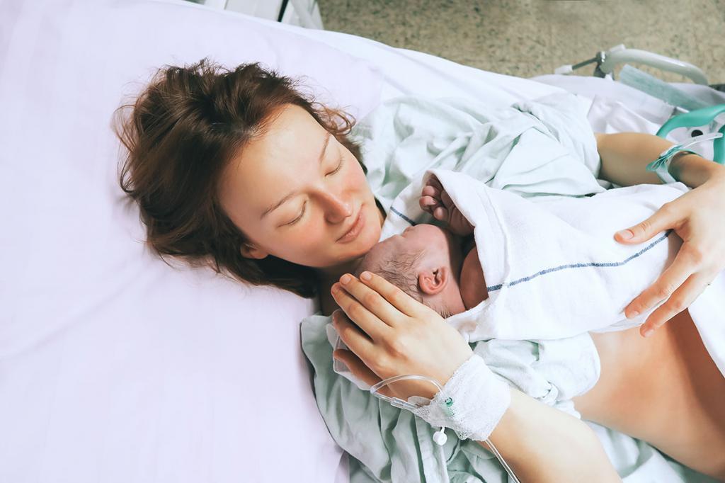 Женщина родила малыша