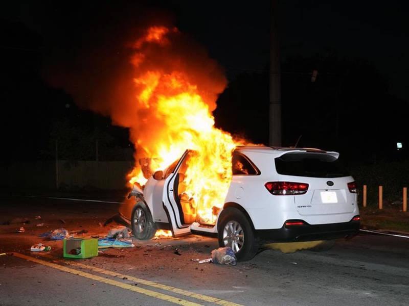 горящая машина