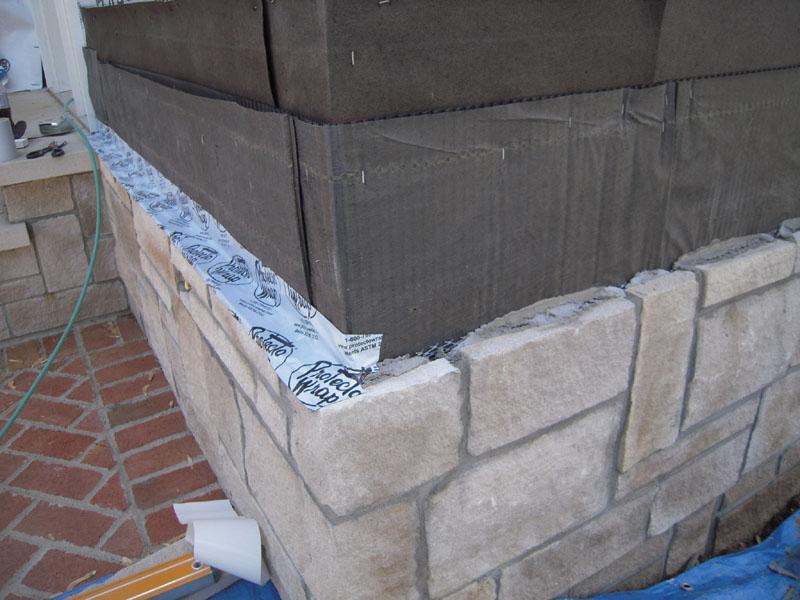 камень в форме блоков