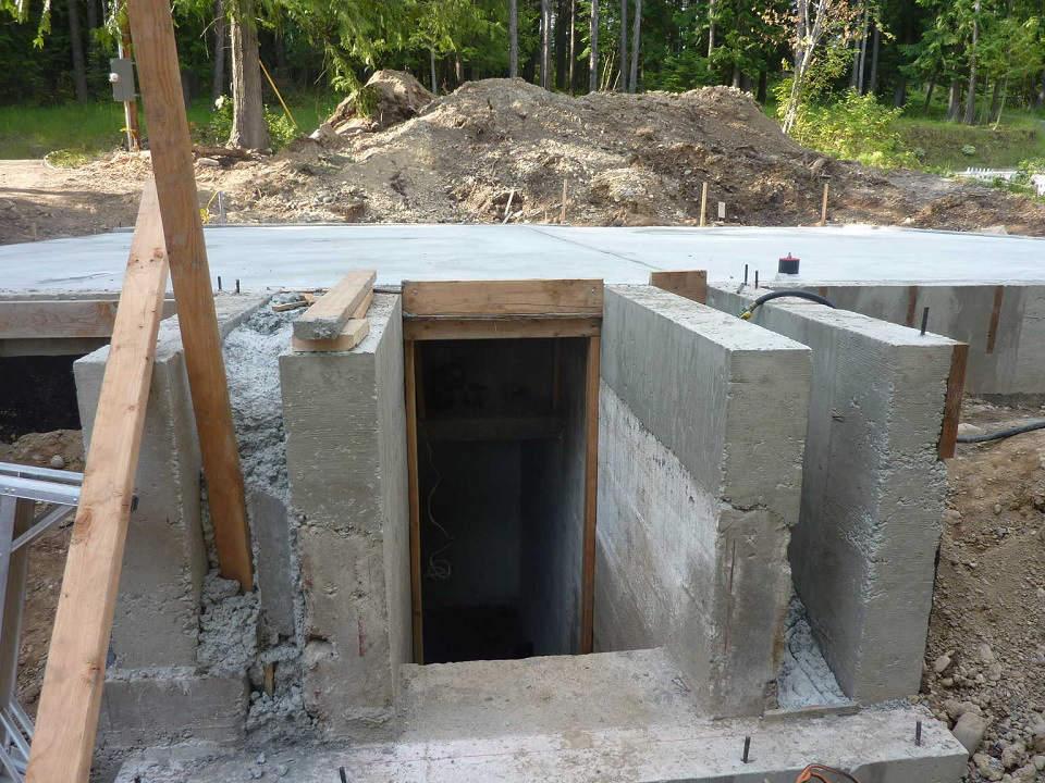 частично надземный погреб с боковым входом