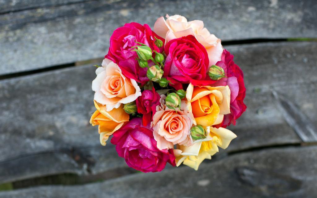 фото букета из разноцветных роз