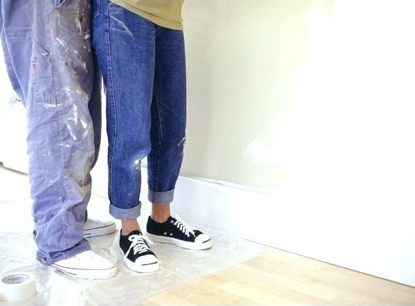 Пятна водоэмульсионной краски на одежде