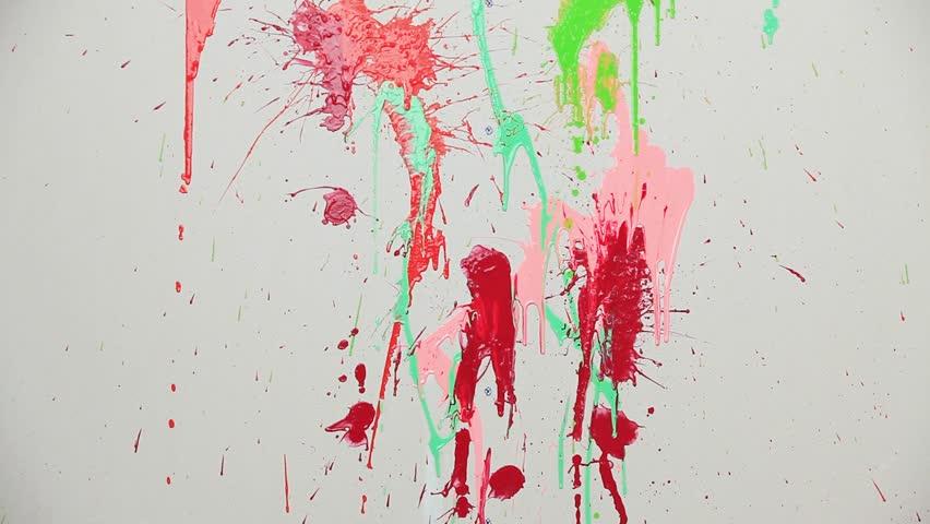 пятна краски на стене