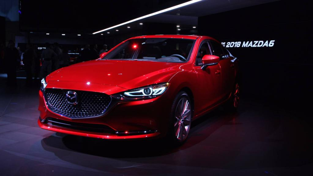 Вид спереди. Mazda 2018