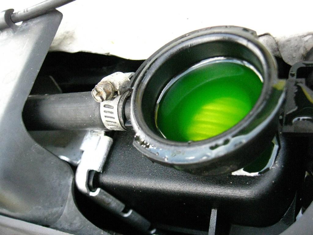 Антифриз зеленого цвета