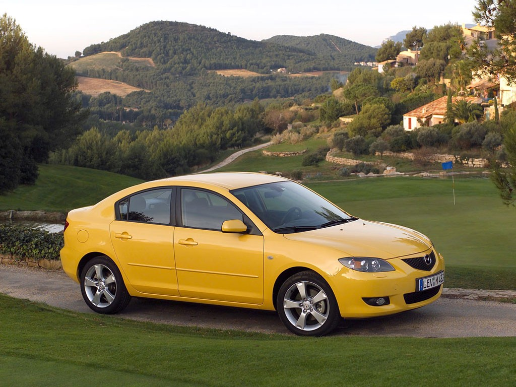 Mazda 2004 года