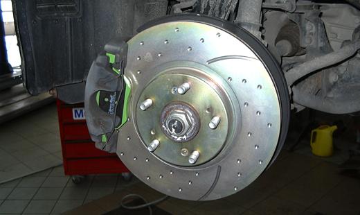 Новый тормозной диск и колодки