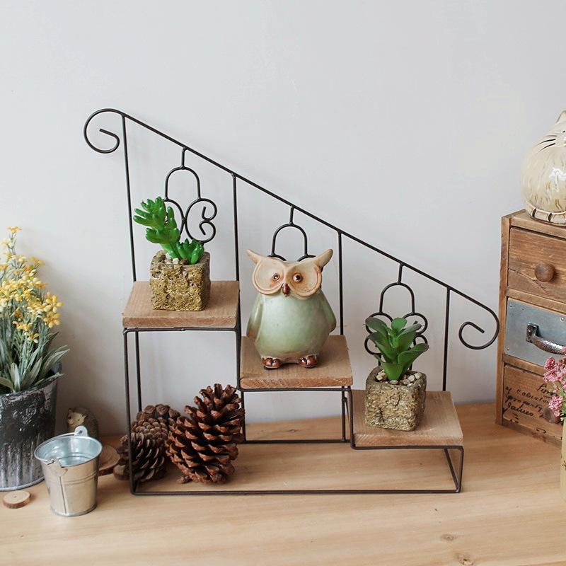 Floor shelf for flowers.