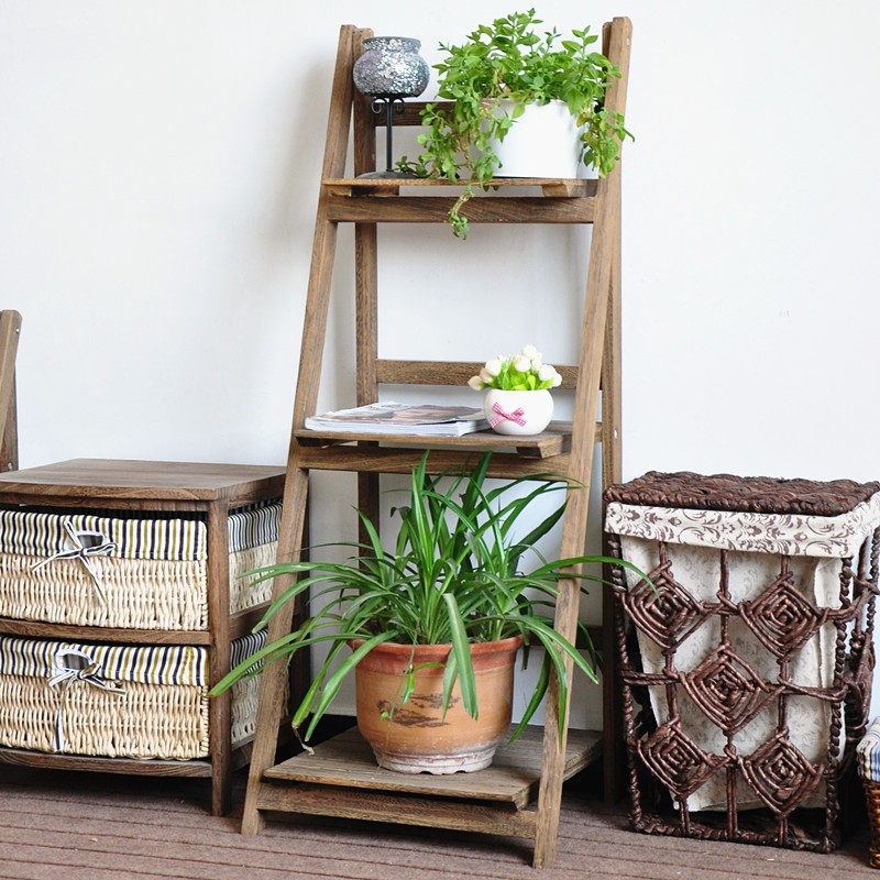 Shelf in the form of a stepladder.