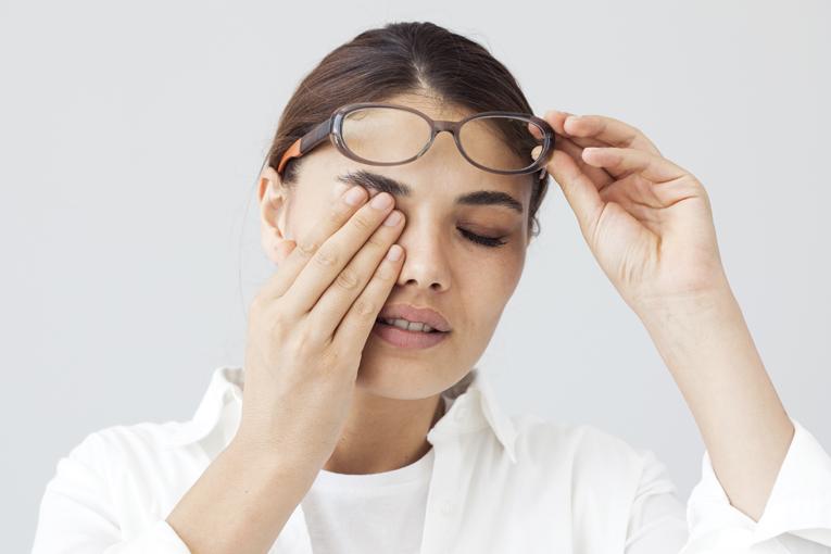 болят глаза при температуре