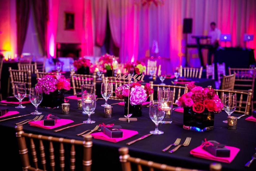 Свадьба в цвете фуксия: идеи оформления зала, одежда, украшения