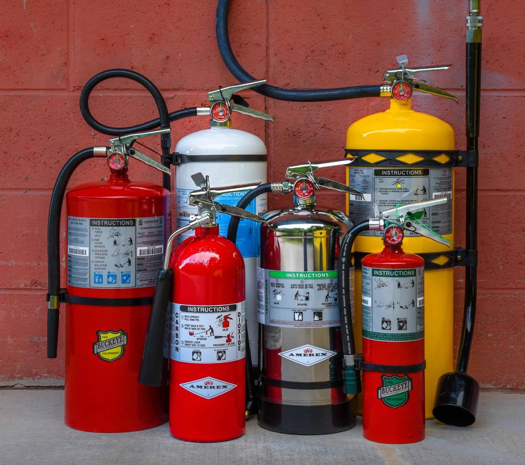 Как пользоваться огнетушителем: инструкция по эксплуатации и техническому обслуживанию