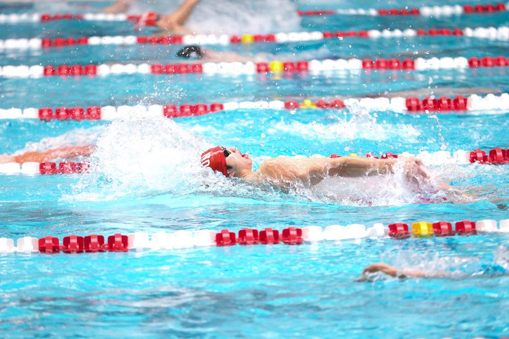 помогает ли плавание похудеть в ногах