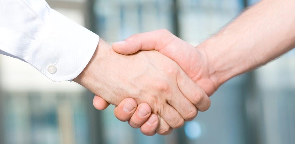 руки партнеров