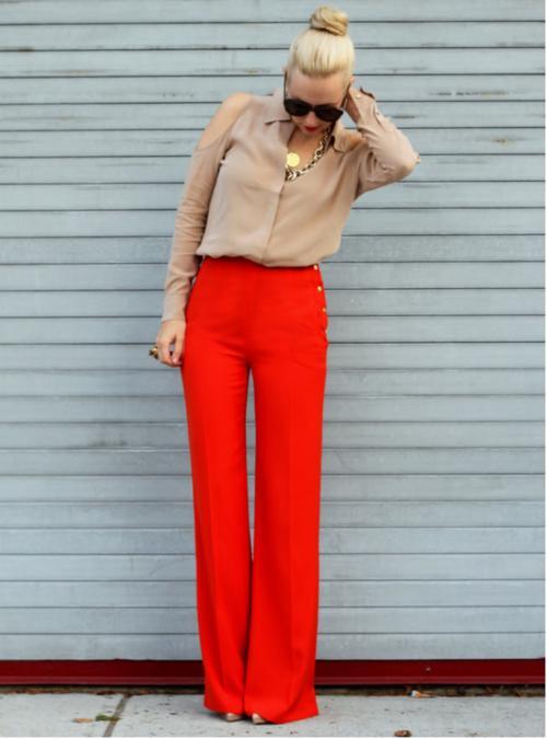 С чем одеть красные брюки: фасоны и идеи комплектов
